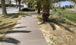 Ξύλινος διάδρομος παραλιακής οδού Ρεθύμνου